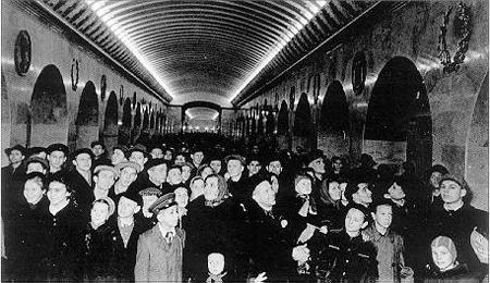История метро Санкт-Петербурга - первые пассажиры на станции Технологический институт, 1955 год